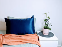 Load image into Gallery viewer, Silk Pillowcase 19mm Midnight Navy Single