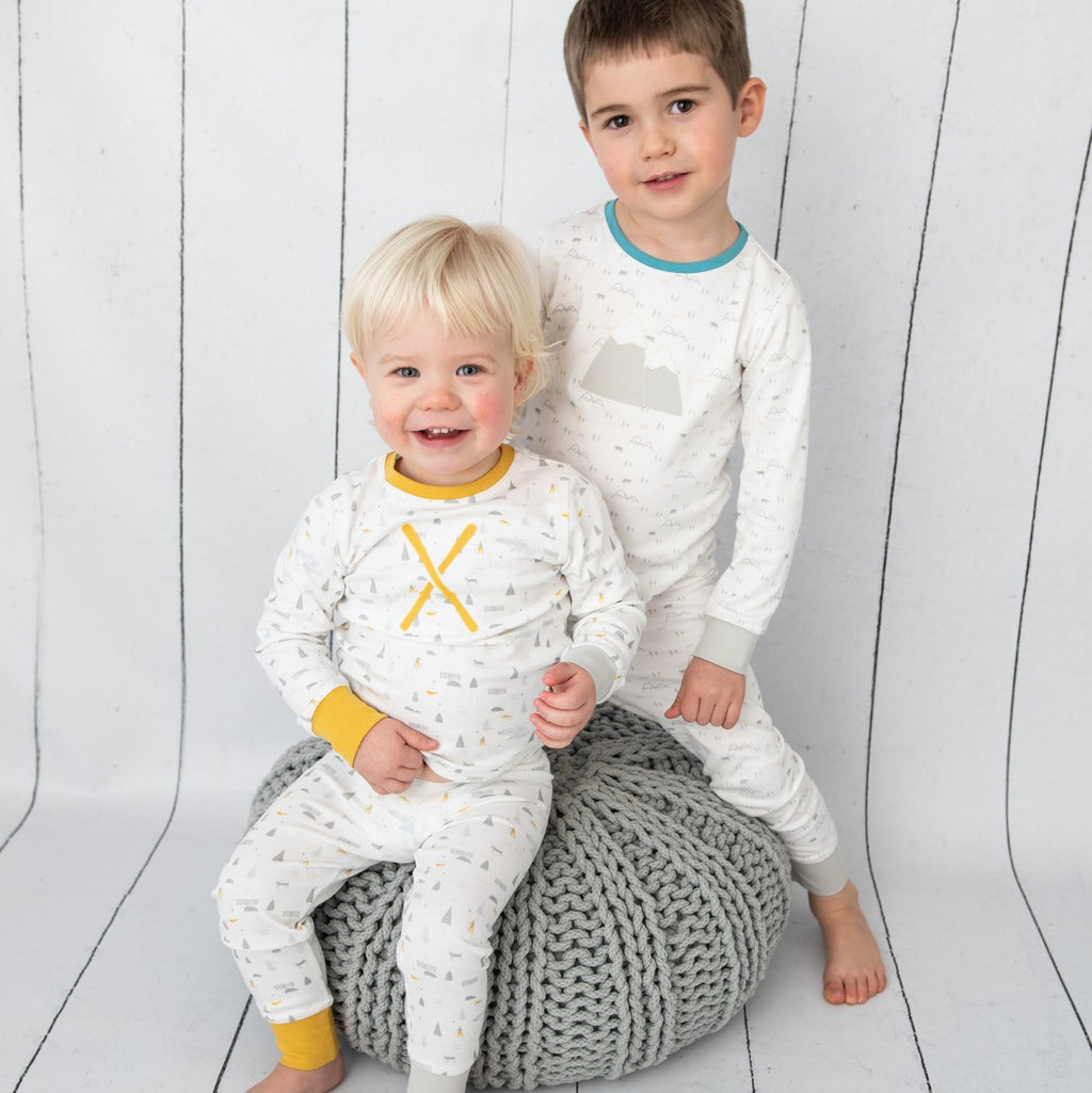Skiing Unisex Children's Pyjamas