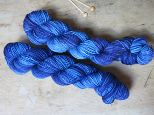 blue speckled hand dyed superwash merino double knit yarn