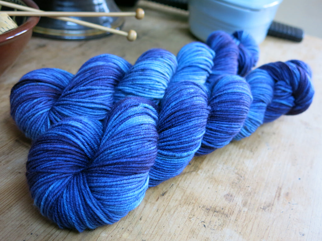 indie dyed superwash merino yarn inspired by blue frogs