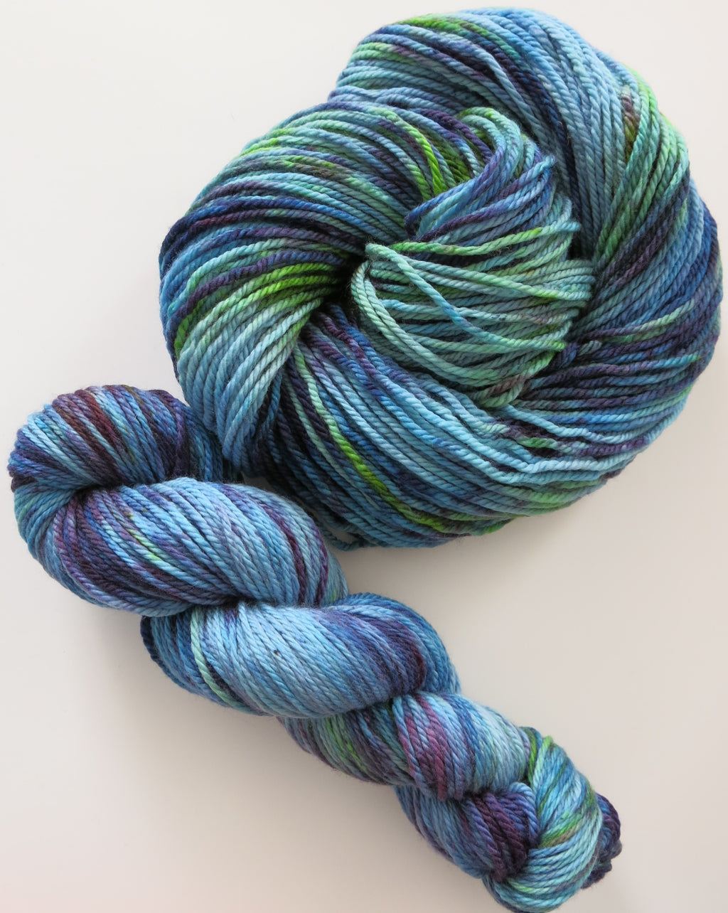 merman superwash aran merino uv reactive yarn