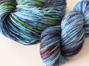 indie dyed blue and green black light reactive chunky aran yarn