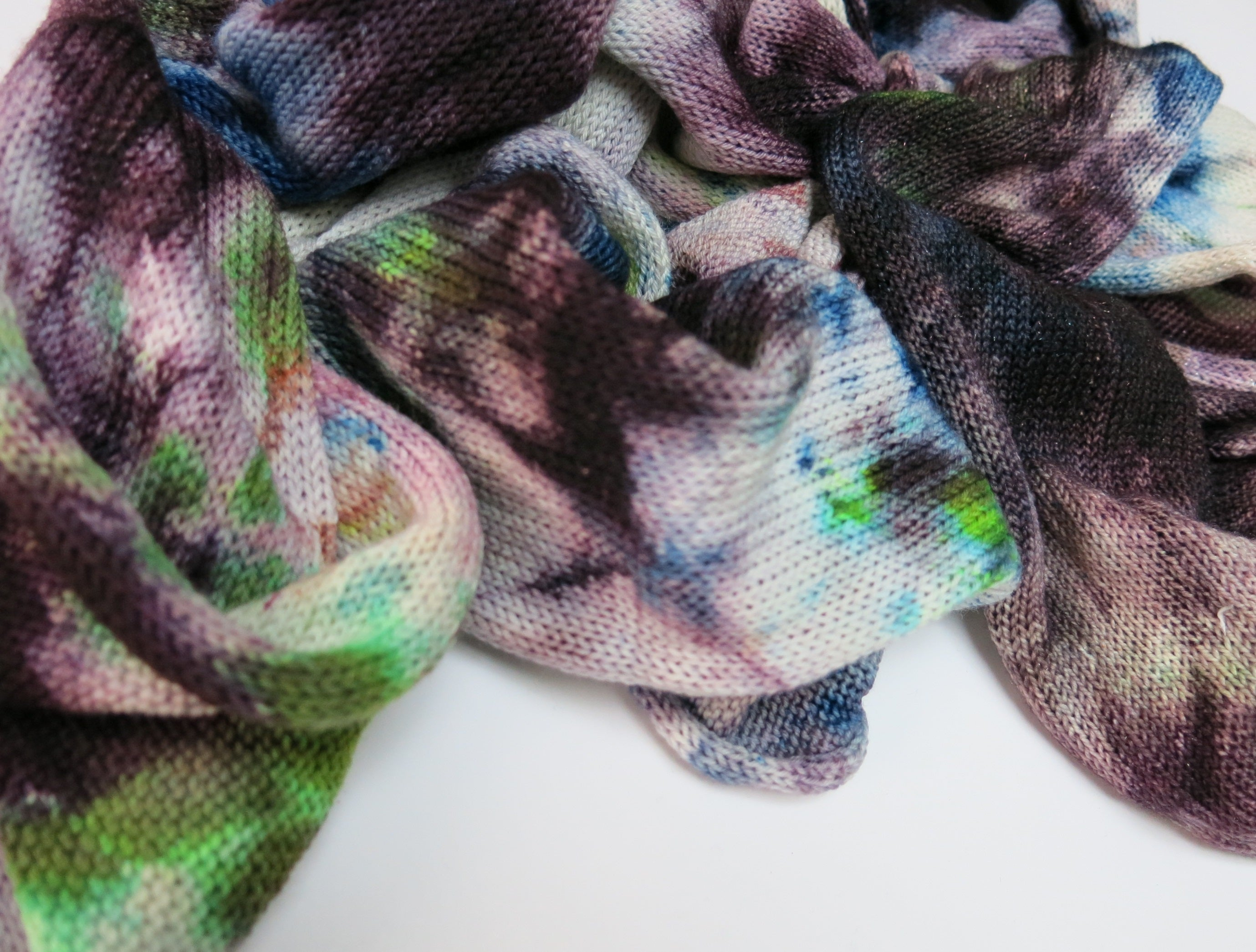 ice dyed yarn with sparkles in blue and purple
