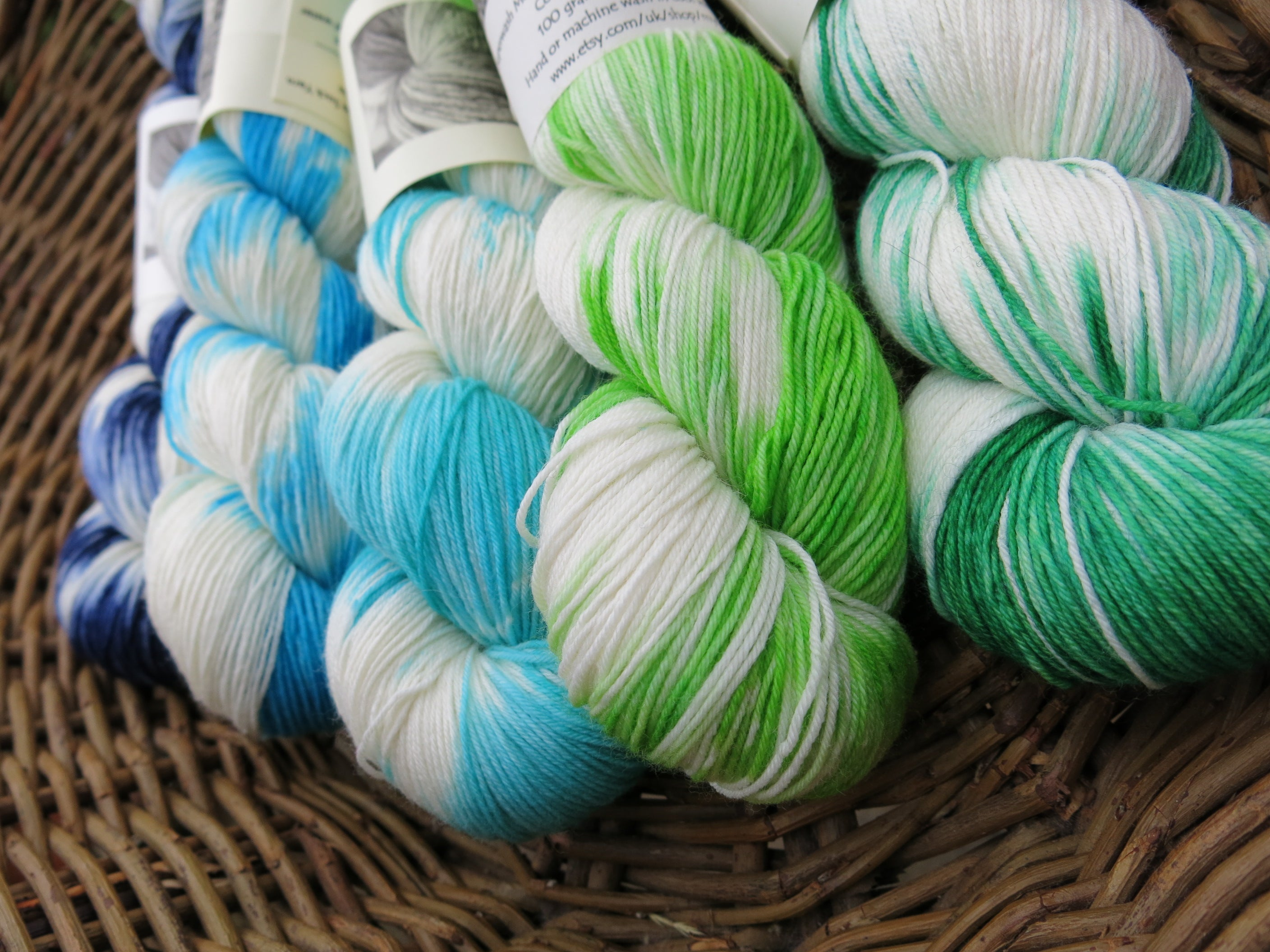 hand dyed five 100g skein yarn kit for knitting fades