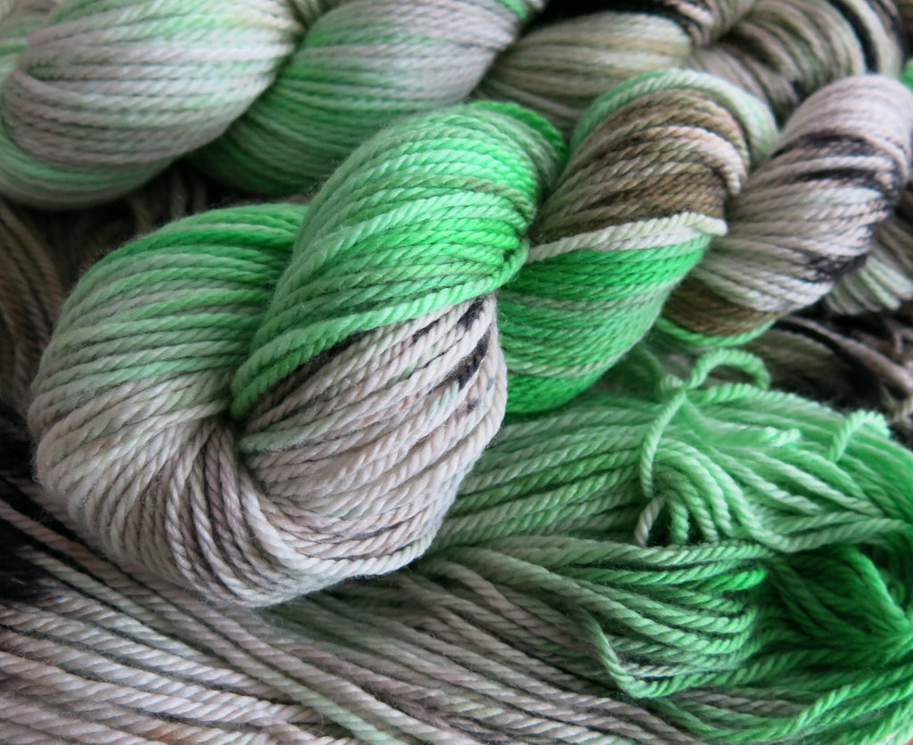 hand dyed green and black superwash merino aran yarn