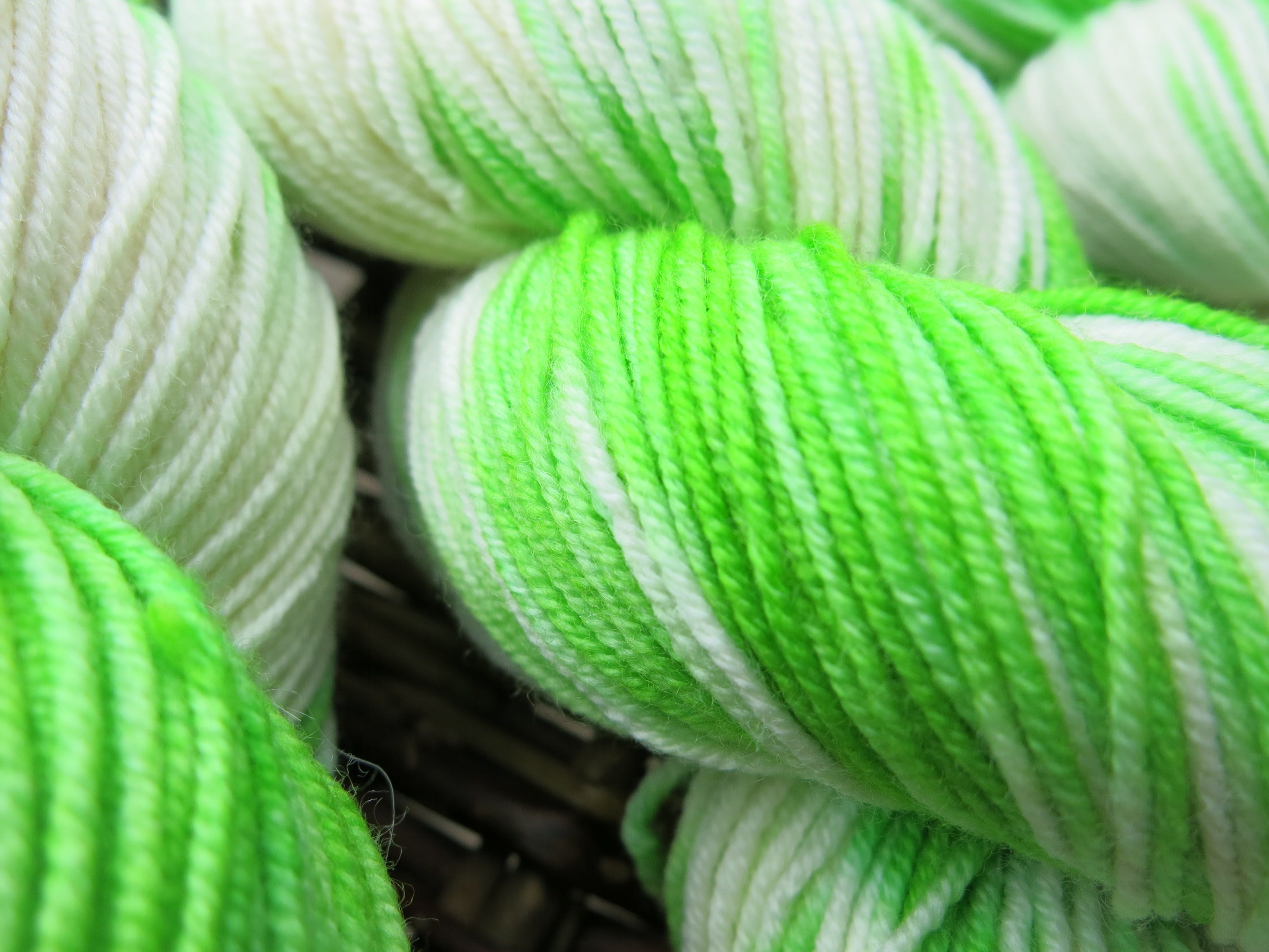 hand dyed green and white dk yarn