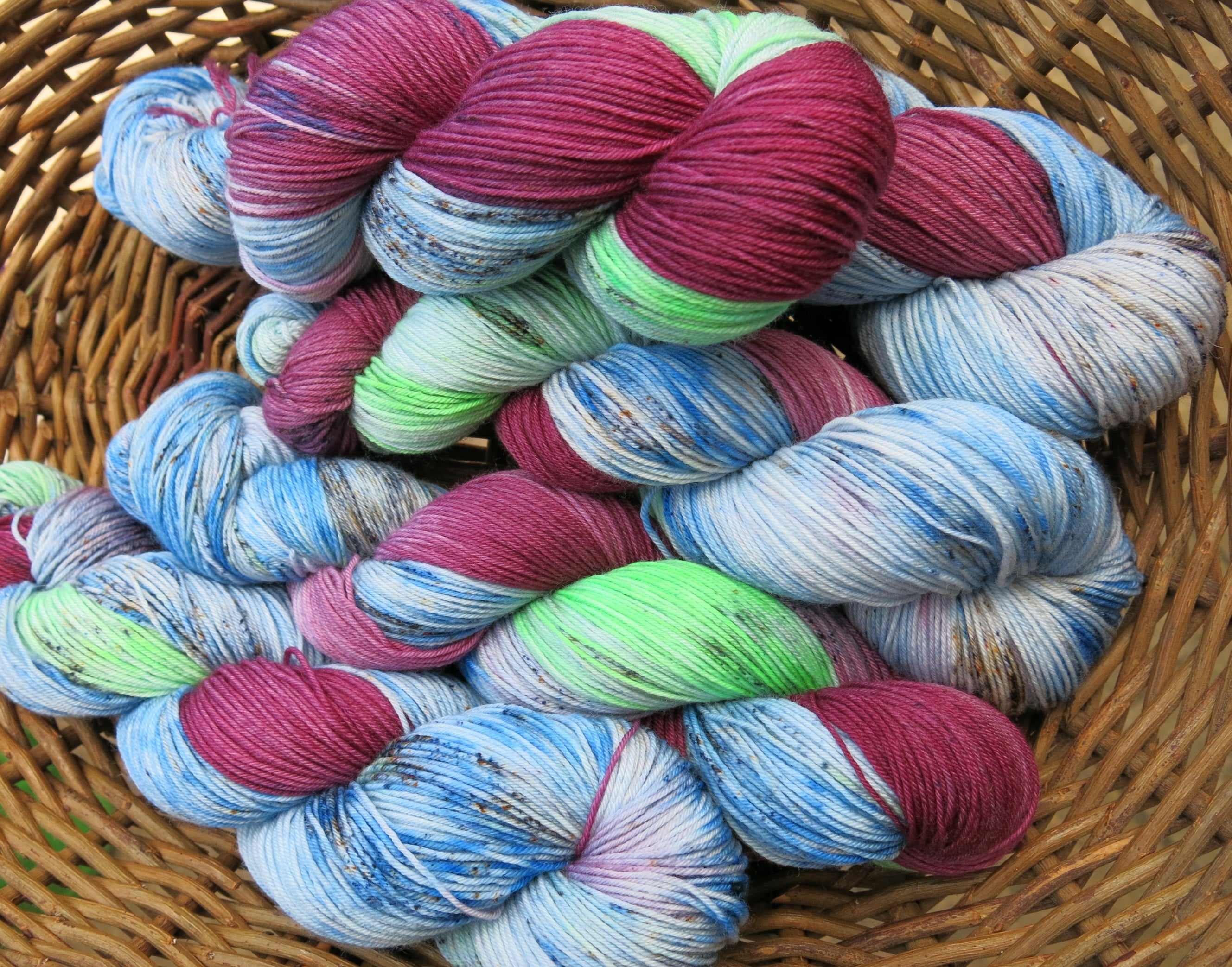 hand dyed ghostbusters yarn with speckles