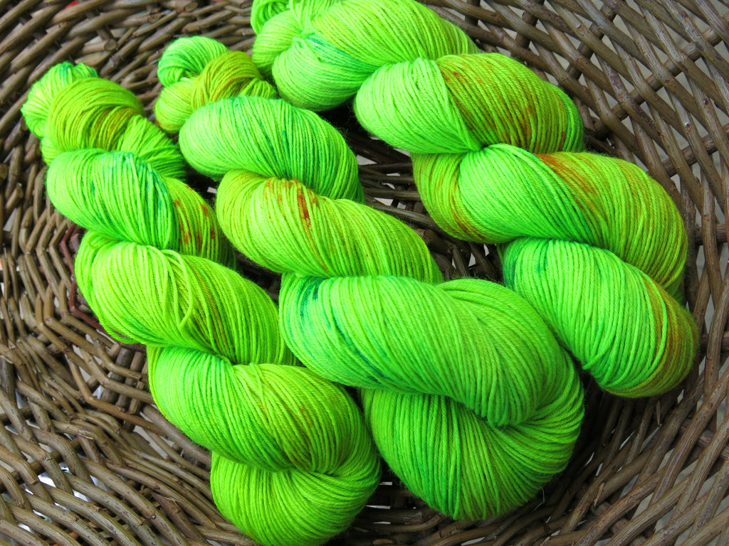 neon green uv reactive yarn