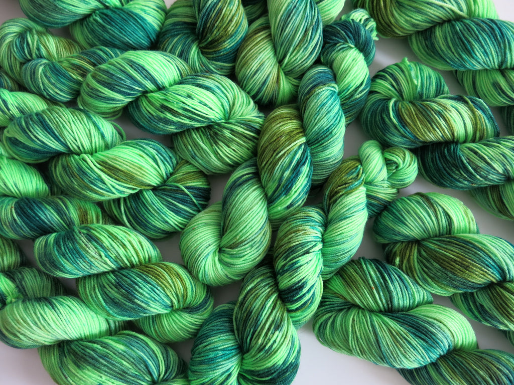 hand dyed green uv reactive merino yarn dk