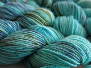 indie dyed turquoise and green merino yanr skeins