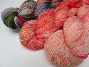 orange sock yarn fade set on choufunga sock