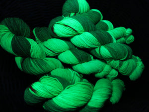 uv reactive green indie dyed christmas yarn under black light