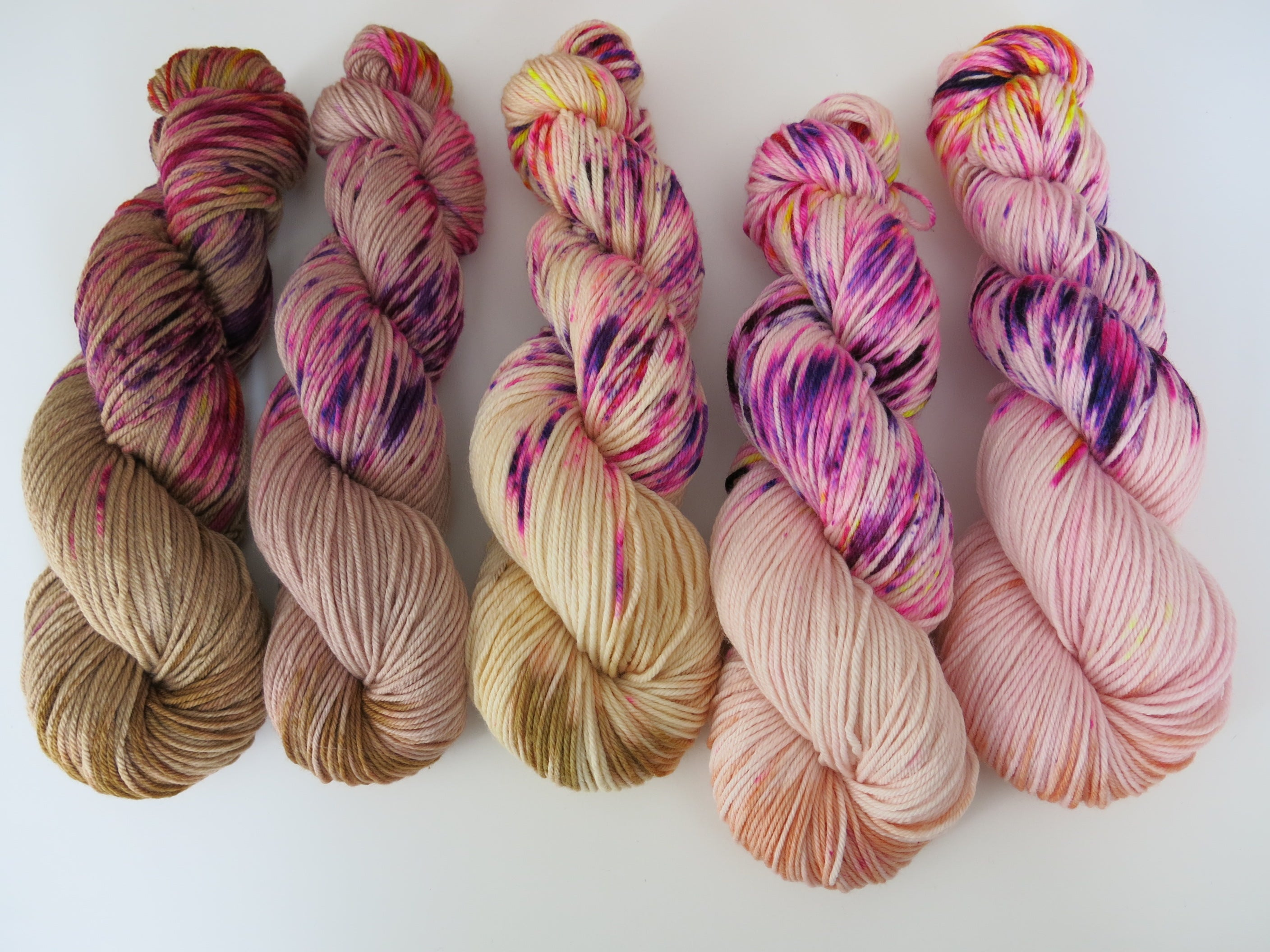 uv reactive indie dyed dk yarn with speckles