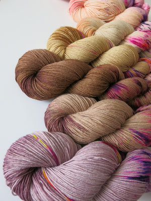 hand dyed superwash sock yarn fade with speckles