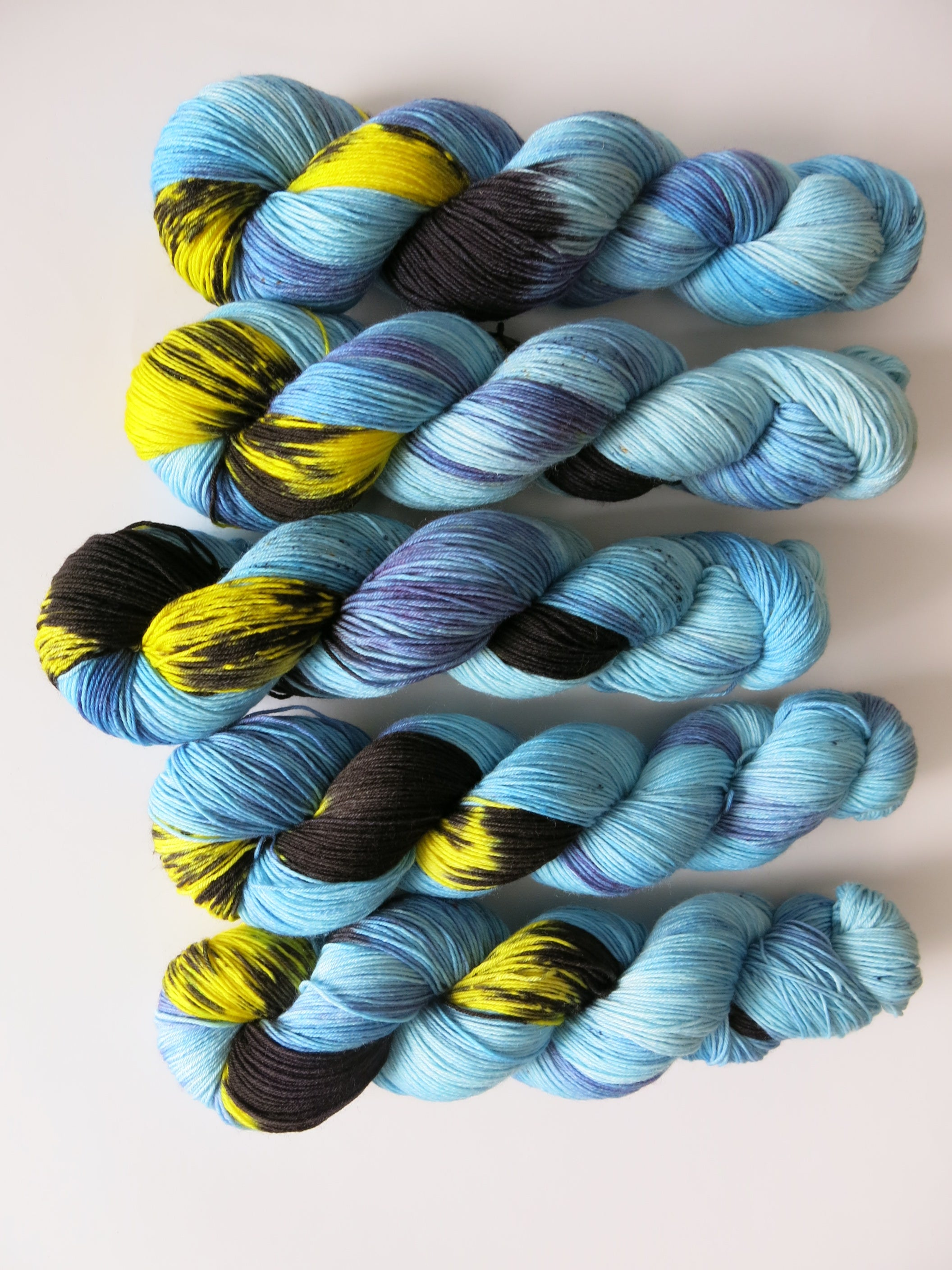 sock yarn inspired by dyeing poison dart frogs
