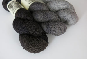 hand dyed tonal grey to black fade on sock yarn