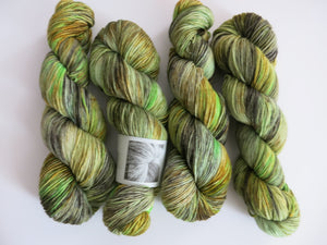 kettle dyed green 8 ply dk merino yarn skeins