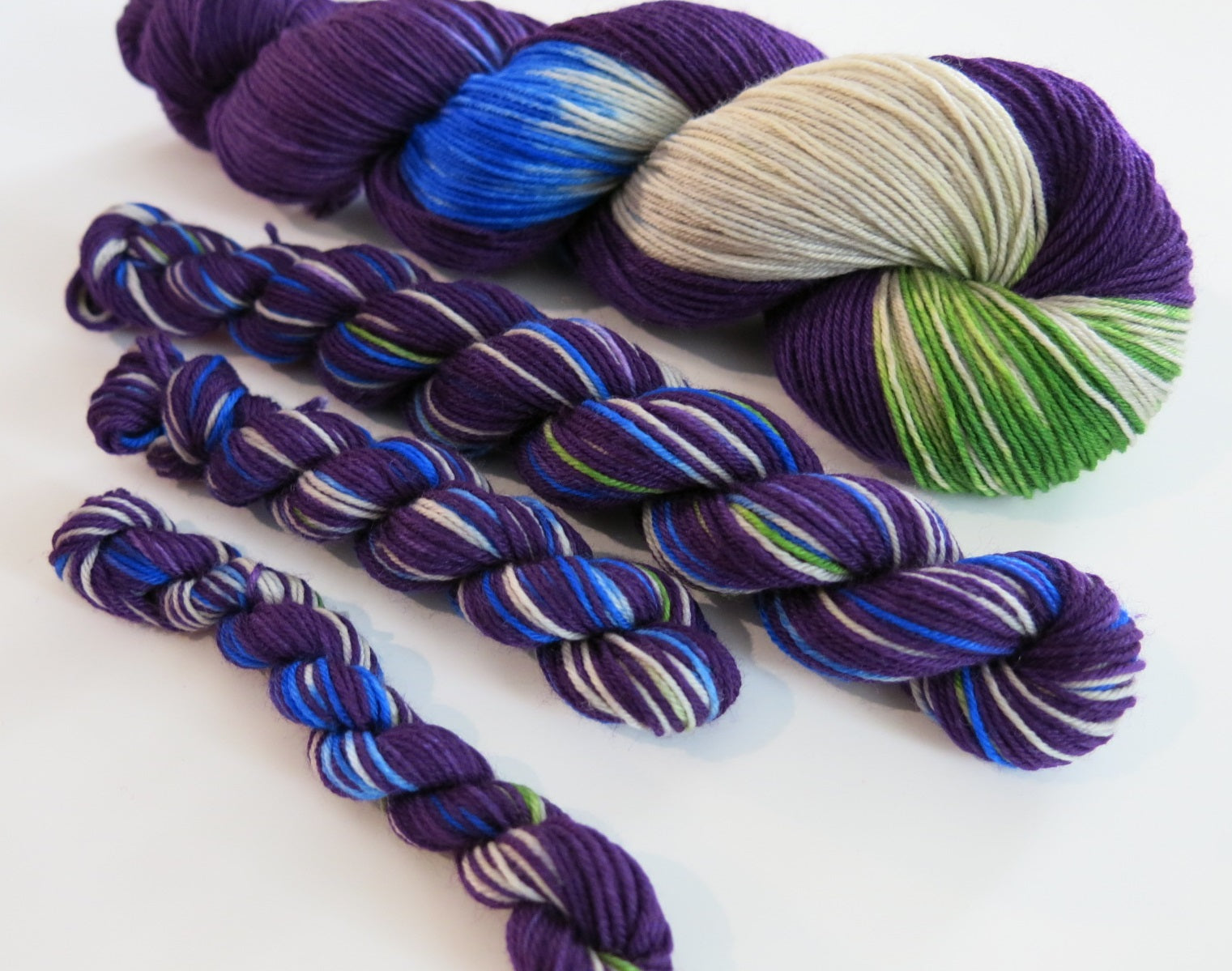 sock yarn mini skeins in 20g and 10g sizes