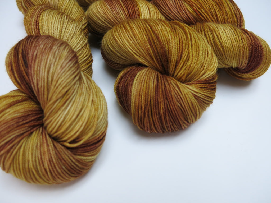 indie dyed yarn inspired by the color kittens