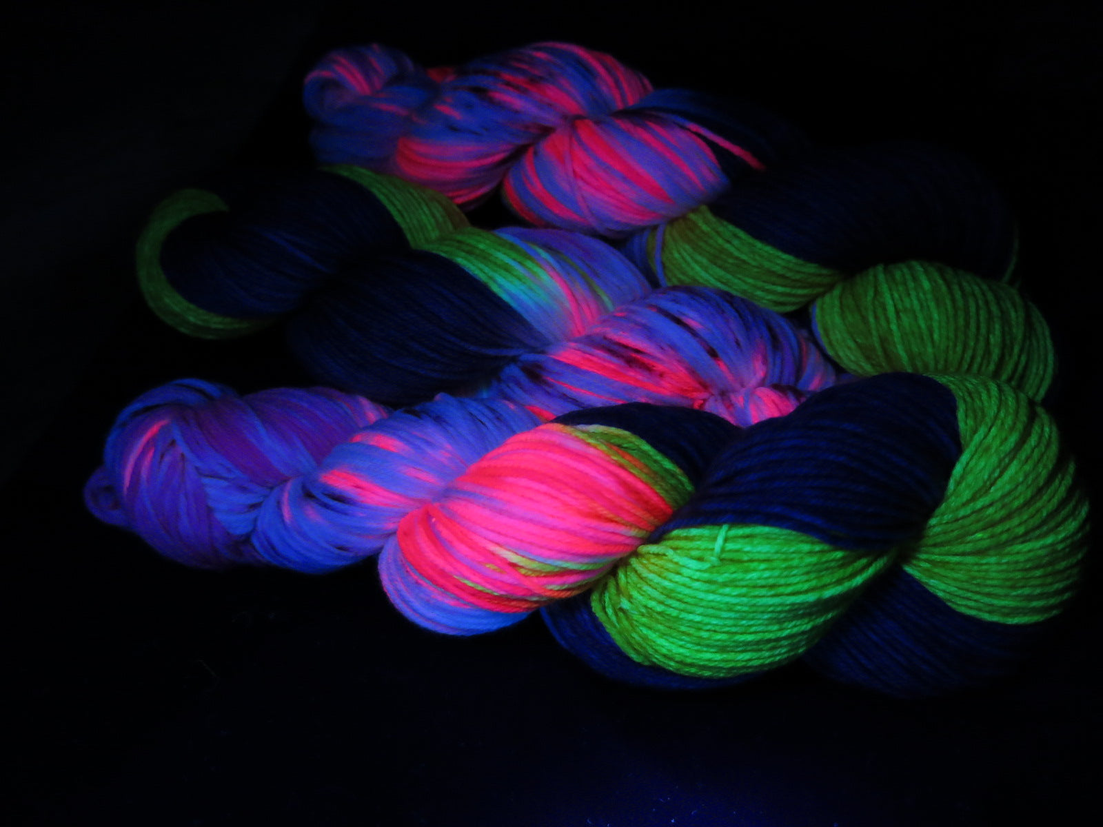 uv reactive yarn fluorescing under black light