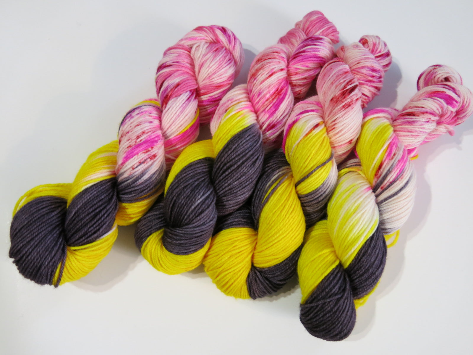 hand dyed valentine yarn with speckles and bees