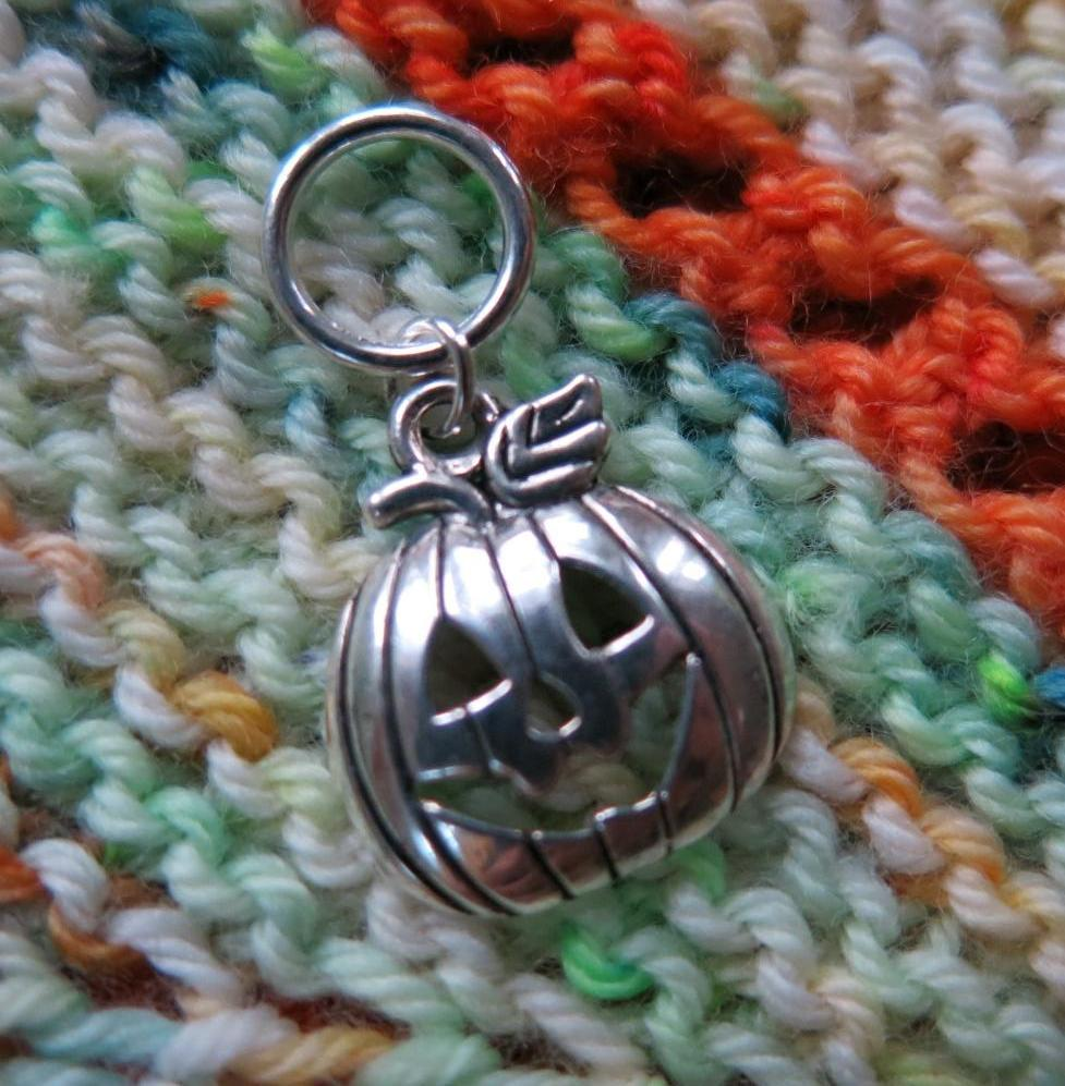 halloween pumpkin snagless stitch marker for knitting projects and fibreshare swaps