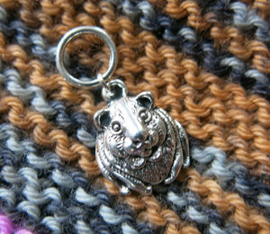 guinea pig stitch marker on a snagless jumpring for knitting
