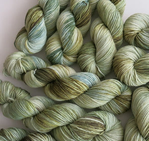 indie dyed superwash merino dk yarn for  knitting