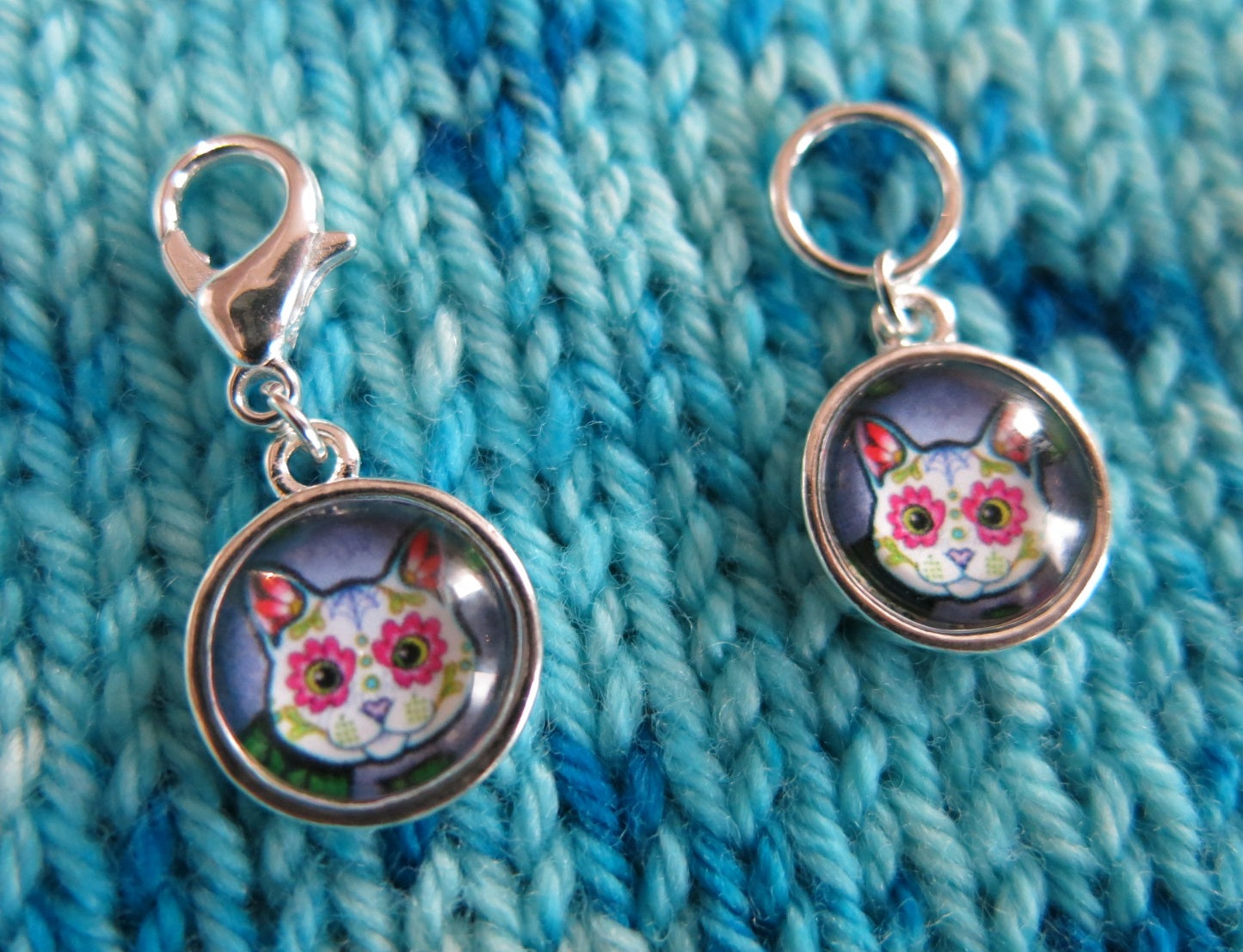 sugar skull cat charm on a clasp or snagless ring for bags, zippers and knitting