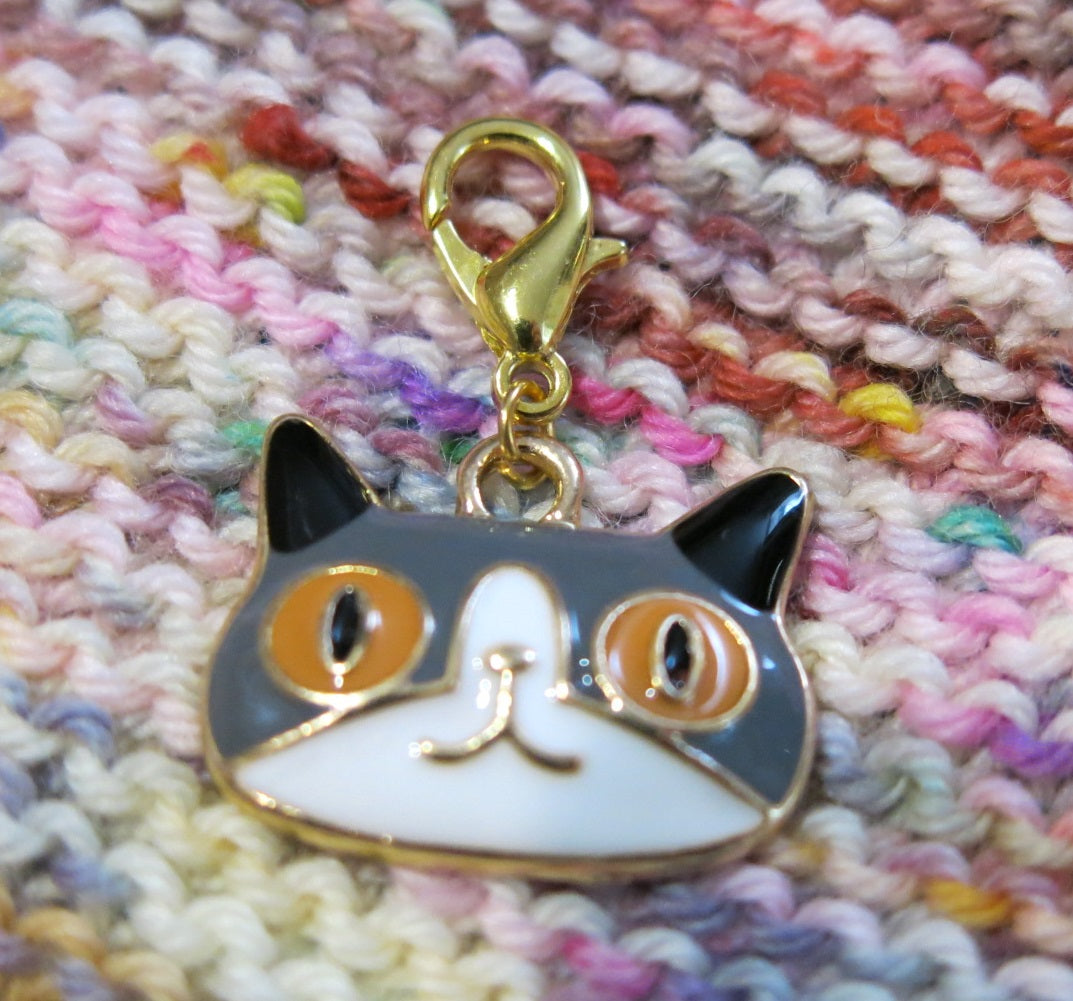 grey cat progress keeper stitch marker for knittingt and crochet