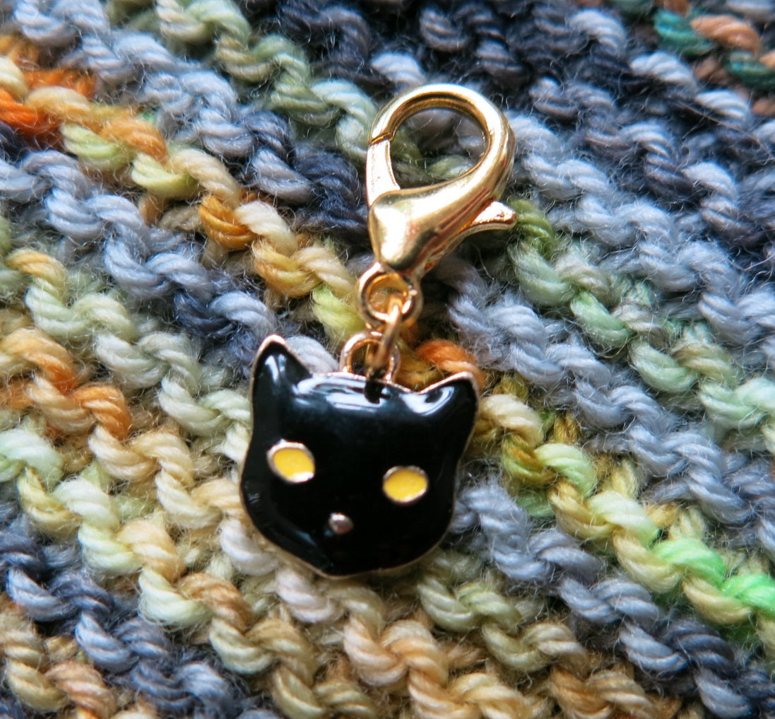 black witches cat enalemt hanging charm for knitting and crochet