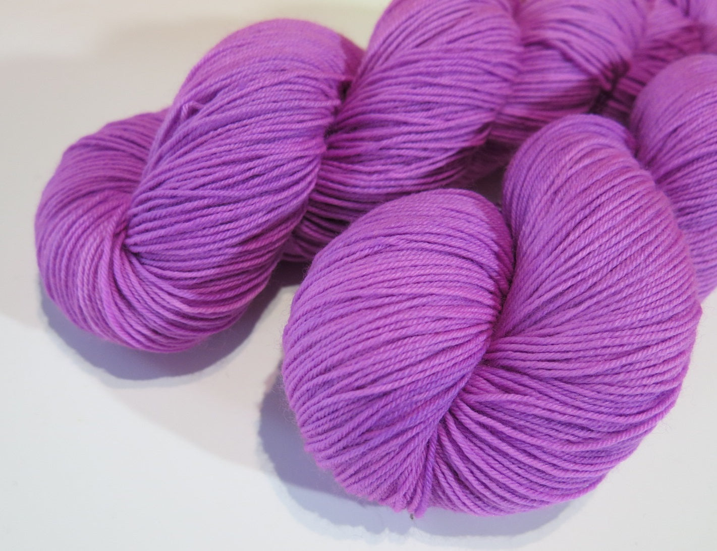 uv reactive hand dyed solid light purple sock yarn for knitting and crochet