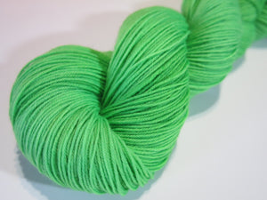 hand dyed 100g superwash sock yarn skein in kelly green