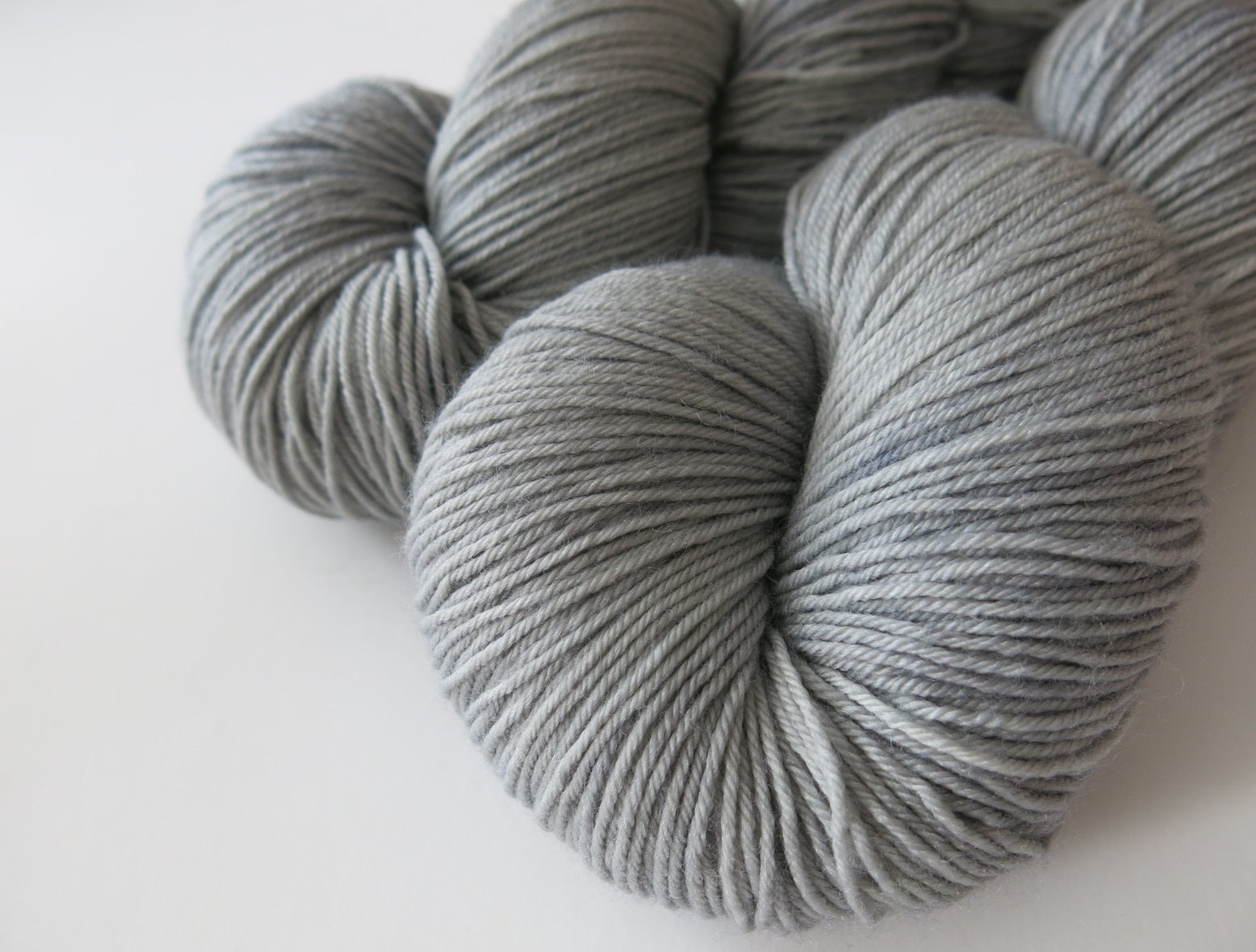 kettle dyed grey superwash merino wool for crafts