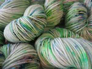 light speckled green 8ply suerwash merino for knitting