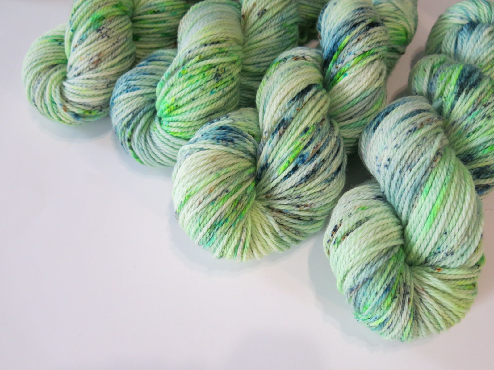 green speckled aran yarn for weaving, knitting and crochet