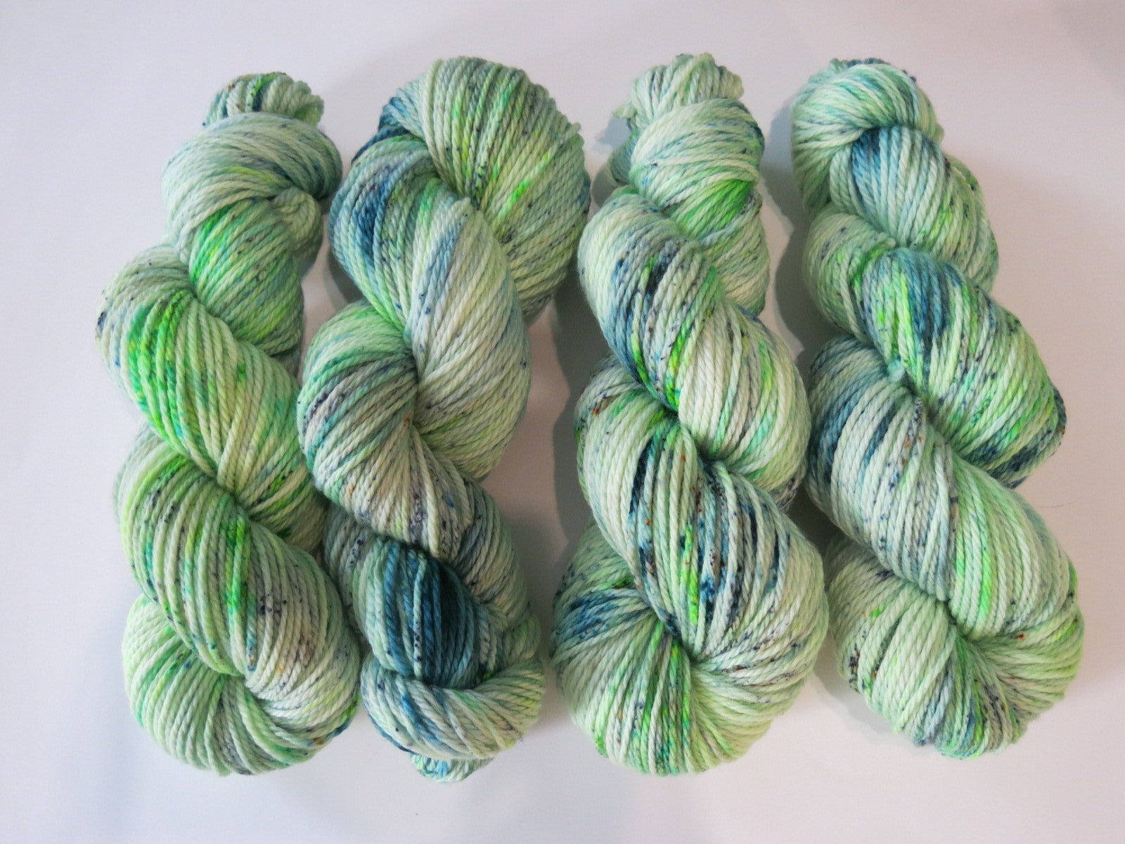 superwash aran merino in uv reactive green for knitting and fibre crafts