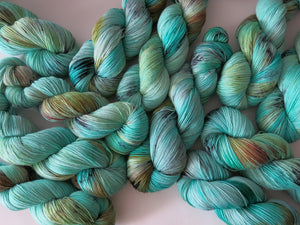 hand dyed turquoise blue yarn by my mama knits