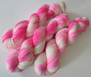 kettle stedf pink and white high twist sparkle yarn for knitting