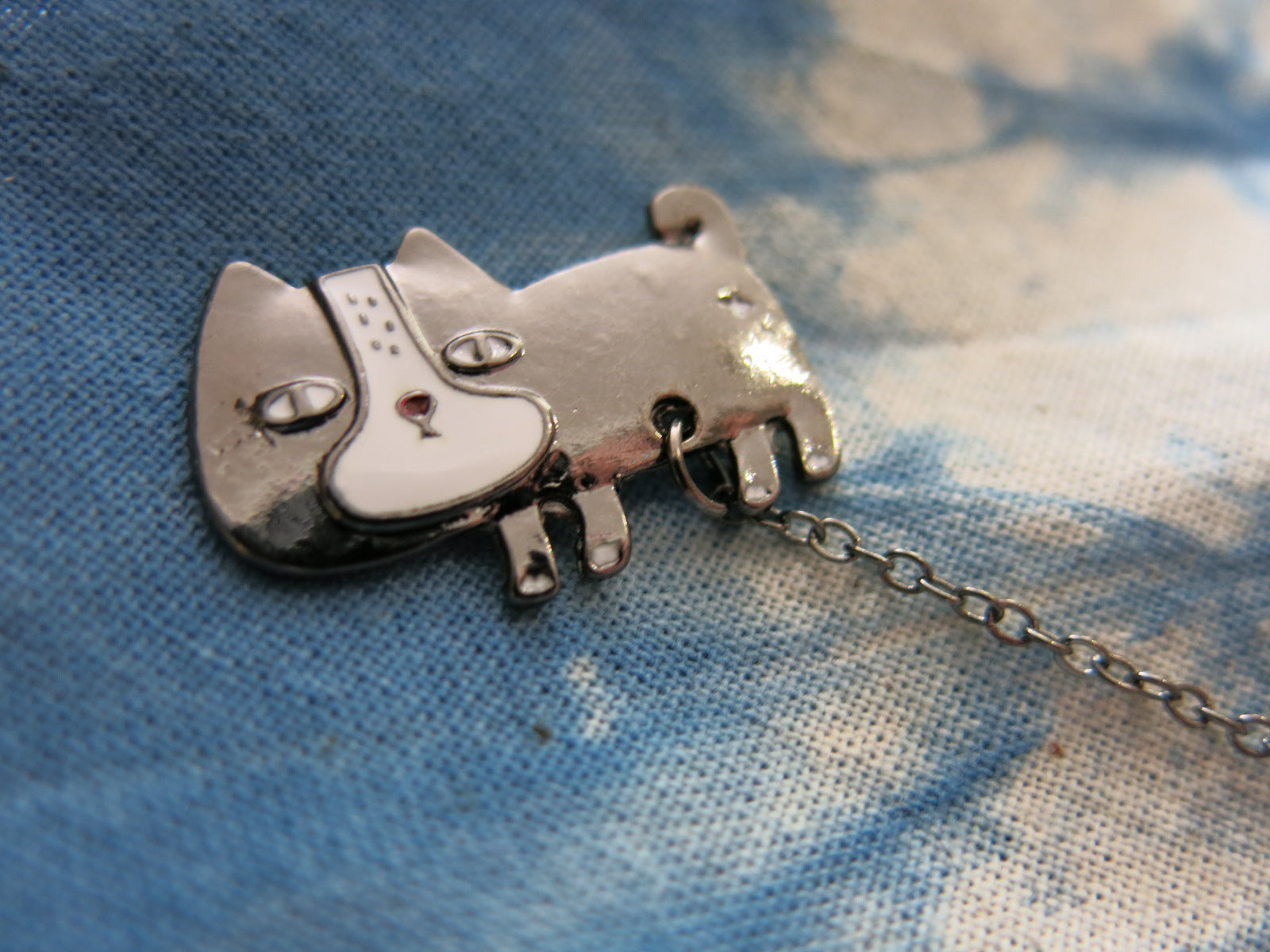 silver cat with hanging fish lapel pin for bags and shirts