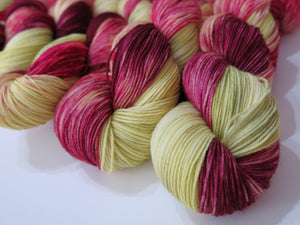 indie dyed superwash merino wool dyed like spagnum moss