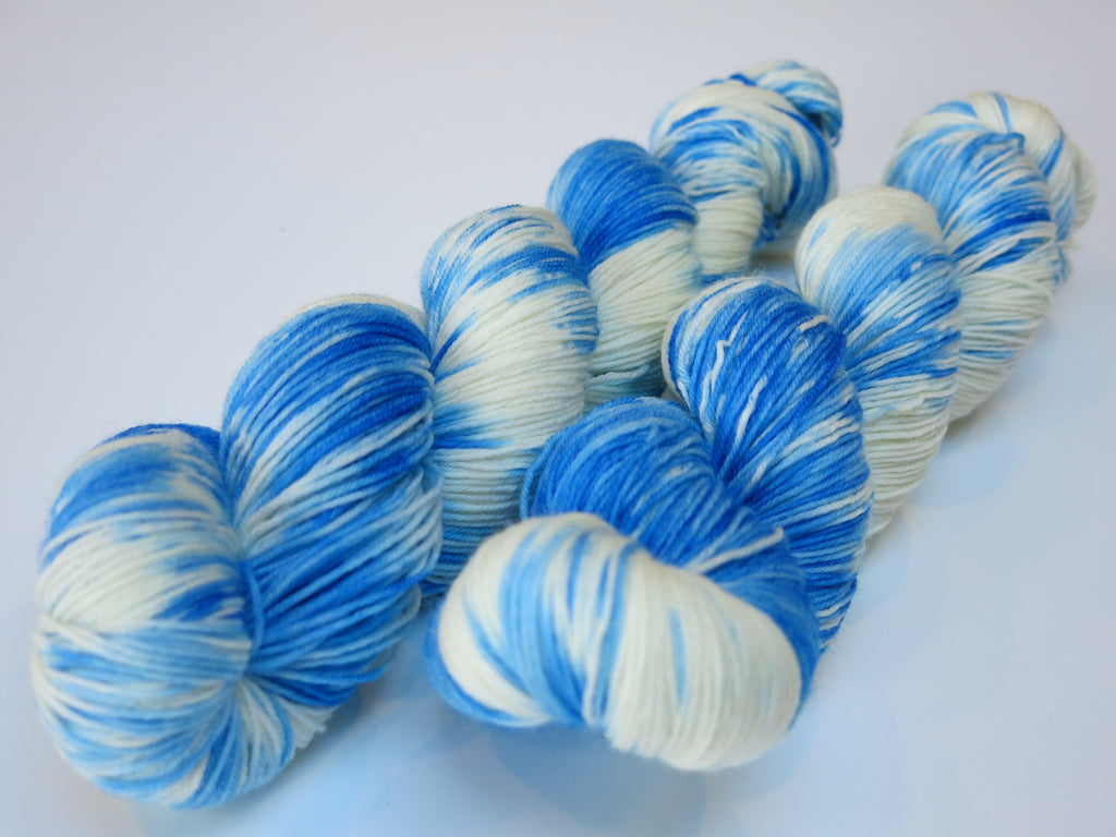 hand dyed blue and white merino sock yarn with nylon