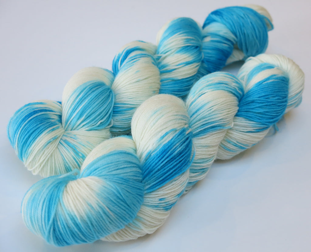 hand dyed blue and white superwash sock yarn skeins