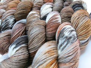 hand dyed brown and black hare merino yarn