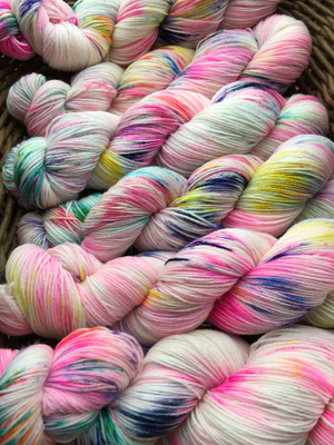 indie dyed yarn inspired by alice in wonderland