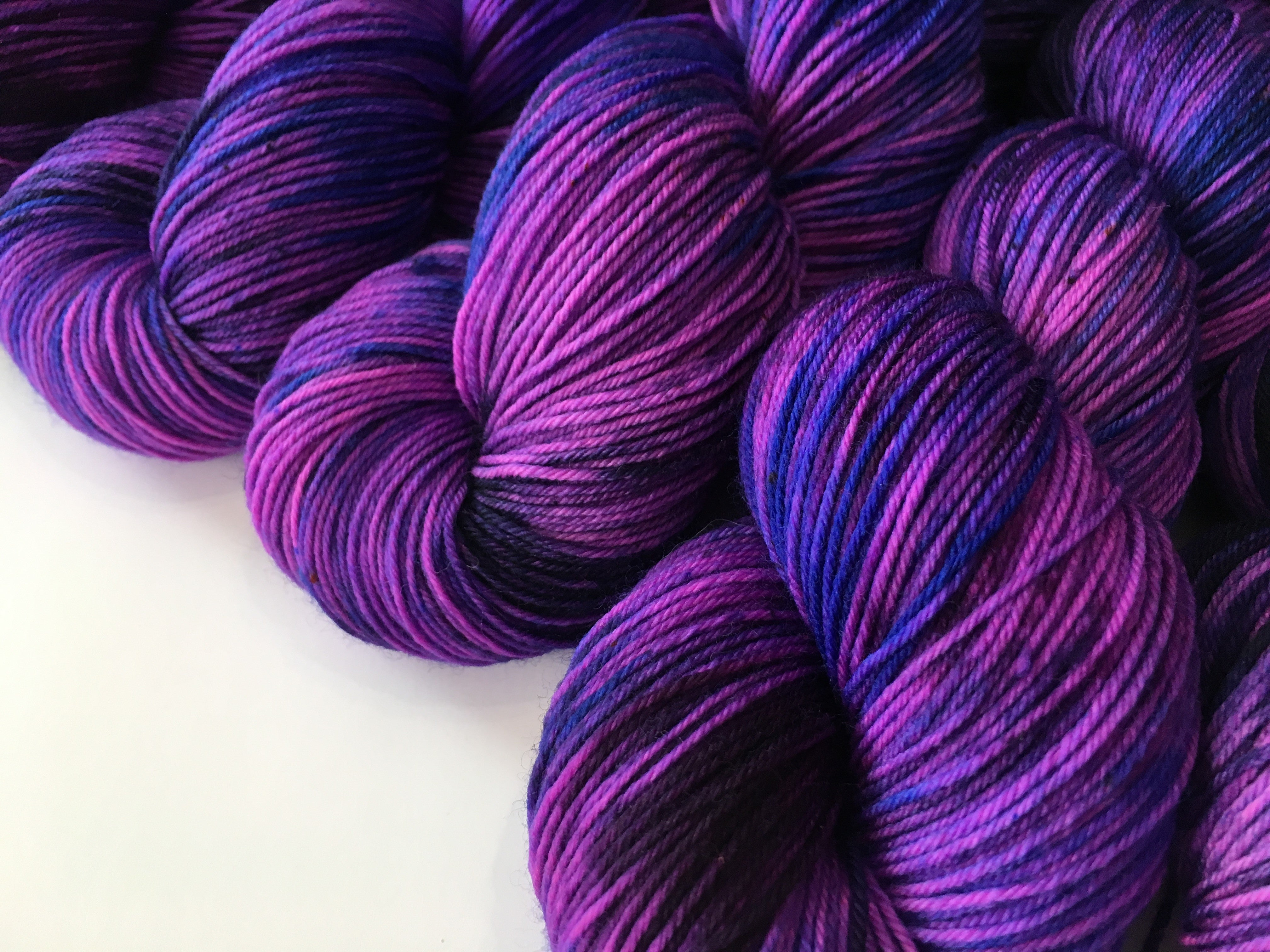 purpe speckled uv reactive yarn for festival knits