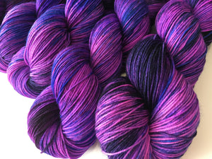hand dyed yarn by my mama knits in uv purple and pink