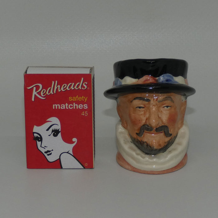 D6251 Royal Doulton miniature character jug Beefeater | ER Handle