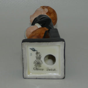 M89 Royal Doulton figure Oliver Twist