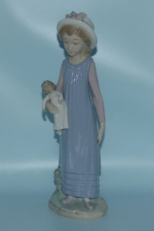 Lladro figure Belinda with Her Doll #5045